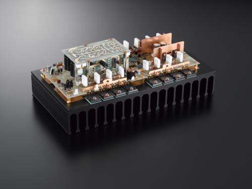 M-900u vermogens blok